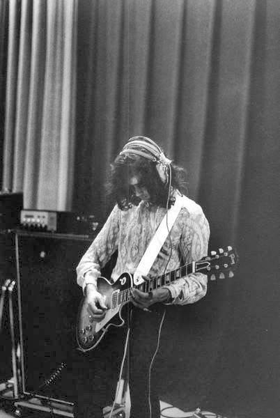 JimmyPageAMStudioLA19692